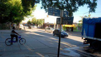 El auto desmantelado se encontraba estacionado sobre calle Esquiú.