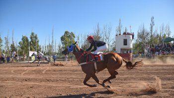 Apuesta doble. En barrio Hipódromo sobresale el Especial Día del Amigo y en el Jockey Club de Viedma, el Clásico Lotería Provincial.