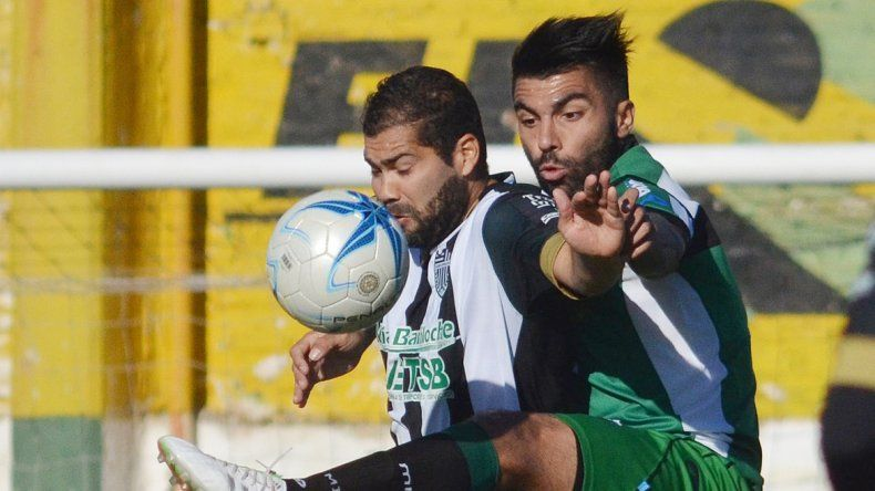 Taborda venía de marcar dos, pero en Bahía Blanca poco pudo hacer.