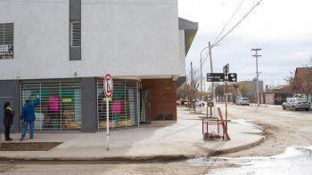 La víctima del rapto esperaba a su esposa frente a una despensa situada en Santa Cruz y Buenos Aires.