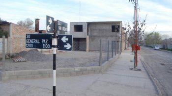El taller del Pitu Maureira funciona en la esquina de General Paz y San Lorenzo, en pleno barrio Villa Alicia.