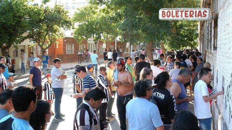 Los hinchas prometen llenar La Visera en el primer partido del torneo.