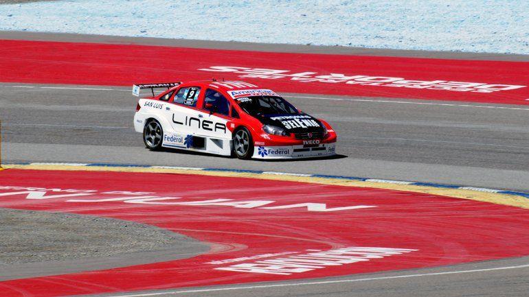 Urcera perdió el control en la vuelta 12 y provocó un accidente trascendente.