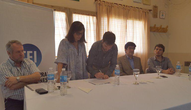 Mariano Lavin y Laura Perilli firmaron un convenio para el desarrollo de Fernández Oro.