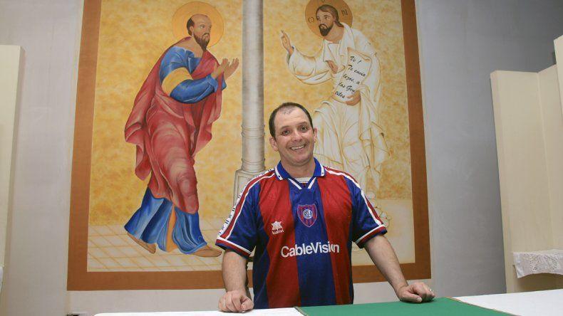 El padre Pancho no oculta ni siquiera en las misas su fanatismo azulgrana.
