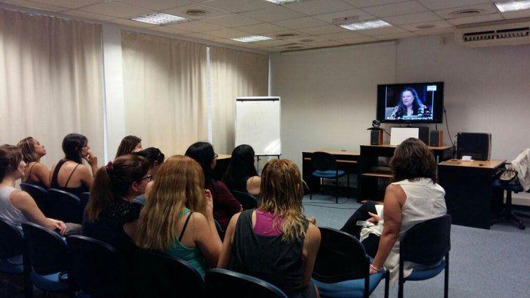 La videoconferencia se pudo seguir en distintos puntos de la provincia.