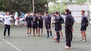 Homann no confirmó el equipo. En Villa Mitre, Priseajniuc tampoco. Vuelve Mellado en el Albinegro.