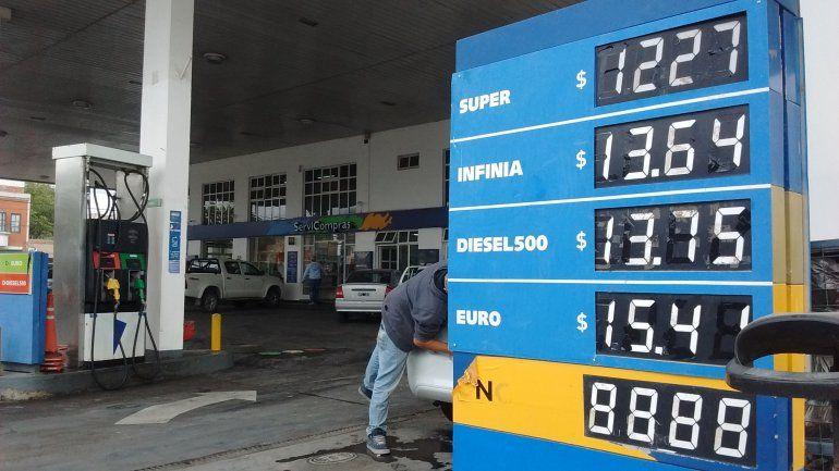 Hubo acuerdo con las petroleras y mañana aumentan las naftas