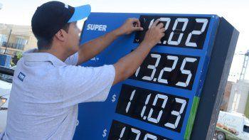 El gobierno congeló el precio de la nafta y gasoil por tres meses