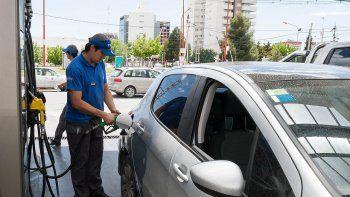 Suspenden la suba de la nafta y apuestan a un repunte de consumo