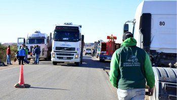 camioneros de rio negro adhieren al paro nacional