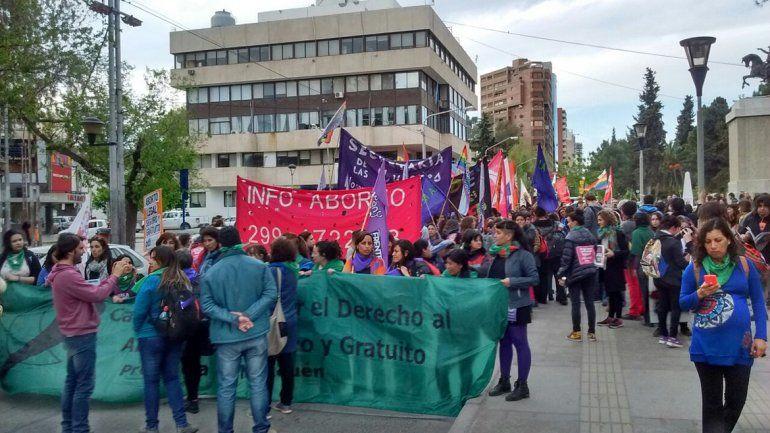 Convocan a una marcha en el centro de Neuquén por el aborto legal