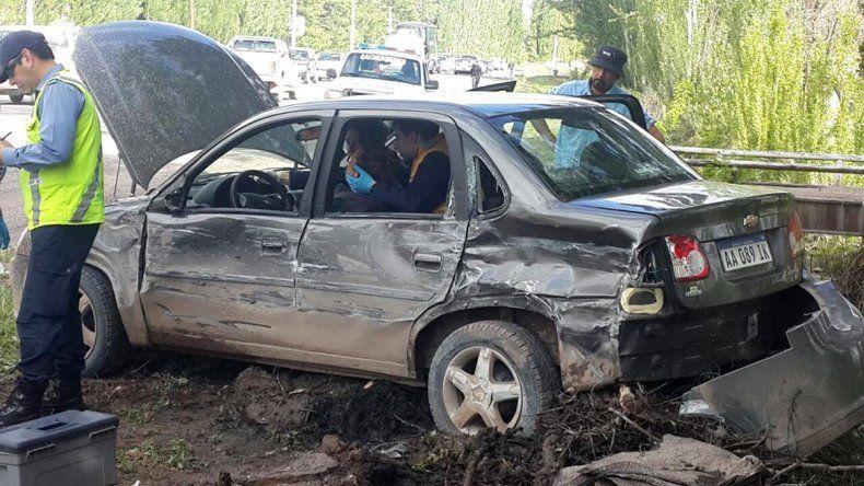 Dos heridos en un múltiple choque sobre la Ruta 151: un auto terminó dentro del canal