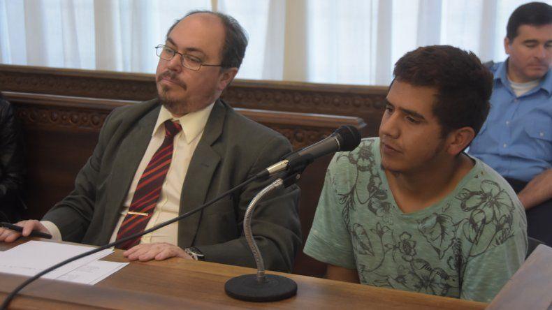 Juan Ernesto Canello junto a su defensor oficial