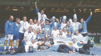 Noche inolvidable para el Niño y todo el equipo argentino, que festejaron hasta la madrugada del lunes en Zagreb, luego de la victoria que quedará grabada en la historia del tenis argentino.