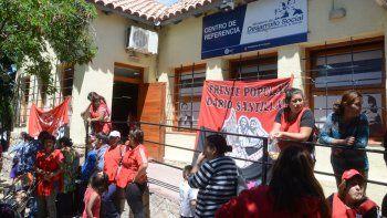 La protesta se realizó en la sede neuquina de Desarrollo Social.