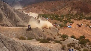 sainz abandono tras caer 15 metros por un barranco en bolivia