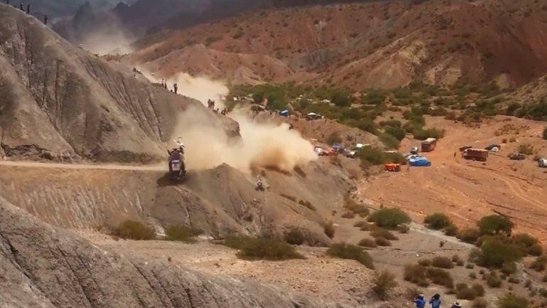 Sainz abandonó tras caer 15 metros por un barranco