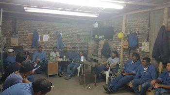 Los trabajadores de Obras Públicas resolvieron ayer mantenerse en asamblea y no salir a la calle a cumplir sus tareas. Tienen el respaldo de Sitramuci.