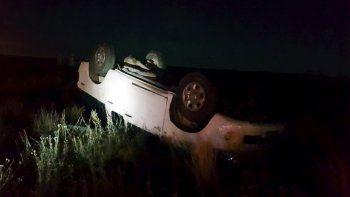 le pidio la camioneta a un amigo en cinco saltos y volco en cutral co