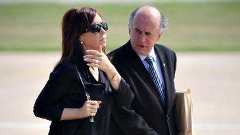 Piden investigar a Cristina y Parrilli por el supuesto armado de causas