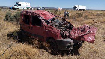Una mujer resultó herida tras un vuelco cerca de Piedra del Águila