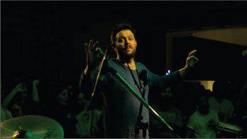 Vázquez es músico, multiinstrumentista, compositor y productor.