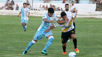 El último enfrentamiento entre ambos fue victoria para el Decano en el barrio Sarmiento. Los de Lineares se impusieron por 2-1 a los de Martínez.