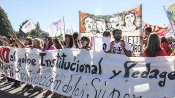 Los docentes se manifestaron en los puentes en la primera semana de clases y ahora sumarán una huelga el miércoles y jueves.