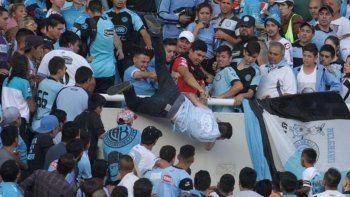 Belgrano-Talleres: el hincha que tiraron desde la tribuna sigue grave