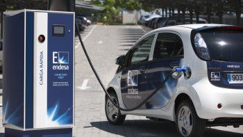 YPF instalará cargadores para autos eléctricos