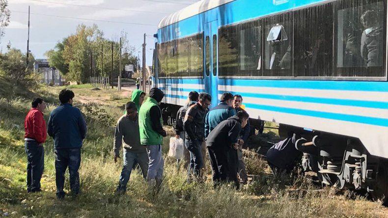 Un adolescente de Fernández Oro está grave tras quedar debajo del tren