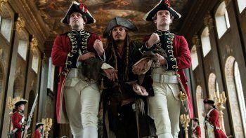 Depp vuelve a ponerse en la piel de Jack Sparrow para conquistar al público.