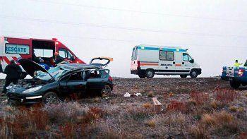 tres heridos en un increible vuelco sobre la ruta 40