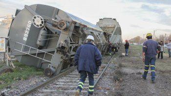 ¡solo un susto! descarrilo y volco un vagon del tren de cargas en la zona del san pablo