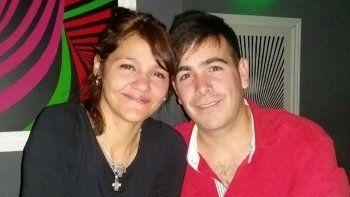 Alfredo Turcumán se había casado con Claudia Moya hacía unos meses. Solía ir a trabajar con golpes en la cara.