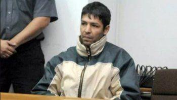 Dice que la sentencia de 50 años de cárcel es cruel e inhumana.