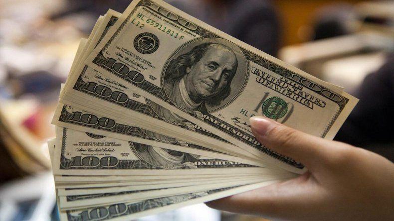El dólar cerró en $19,46 y el peso ya se devaluó más de 10%