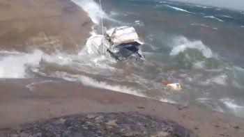 El temporal de viento destruyó una embarcación del lago Mari Menuco