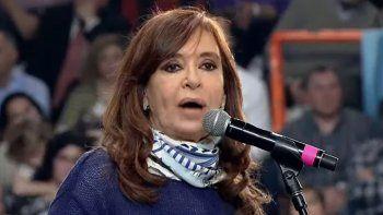 Con una fuerte crítica al Gobierno, Cristina lanzó su campaña electoral