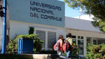 Las autoridades universitarias aseguraron que con el recorte presupuestario resuelto por Nación no se podrán ajustar las becas por inflación.