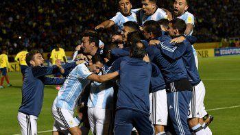 ¡argentina es mundial! messi se convirtio en heroe y con un triplete nos llevo a rusia 2018