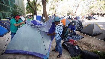 500 campesinos entraron a la madrugada al Ministerio de Planificación.