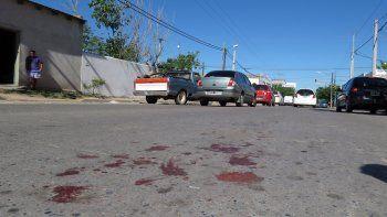 Los asesinaron de diez puñaladas y lo dejaron tirado en plena calle
