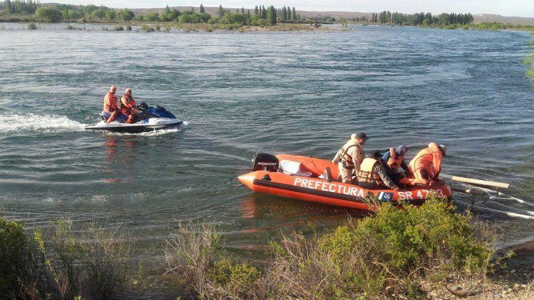 Rescatan a cinco personas que quedaron varadas en una isla del río Limay