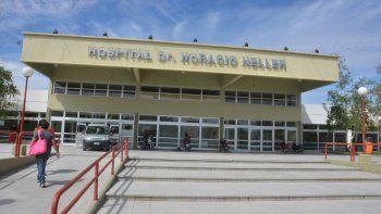 La joven fue atendida en el Hospital Heller por una herida cortante en la frente y golpes en la panza.