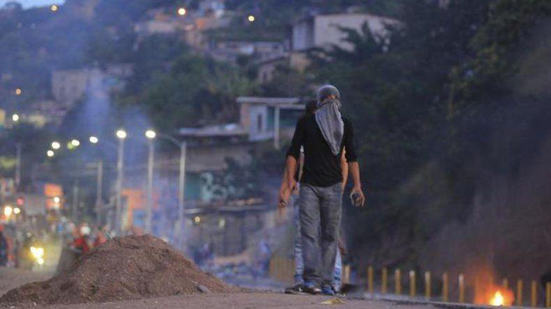 Crisis en Honduras: decretan el toque de queda tras una ola de violencia por presunto fraude electoral