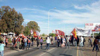 cortan la ruta 7 en neuquen contra la reforma laboral