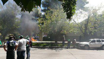 enfrentamientos entre ate y la policia en el centro de neuquen