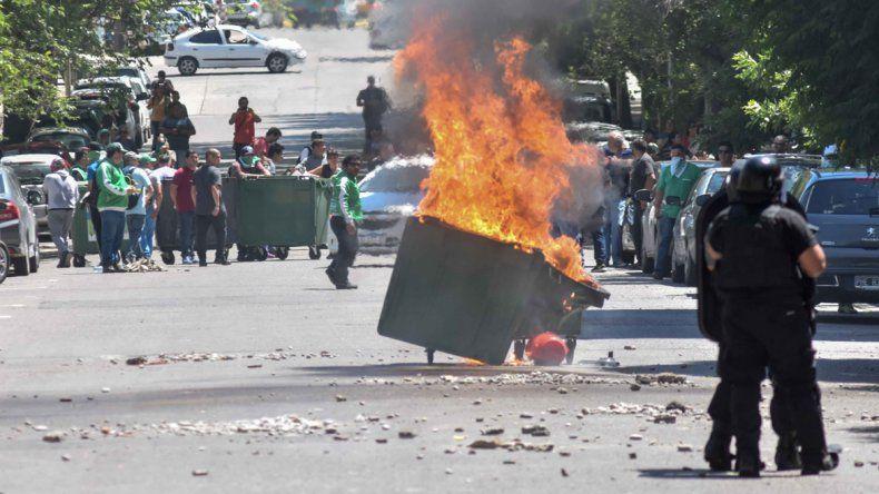 Manifestantes de ATE agredieron a una periodista de LM Neuquén